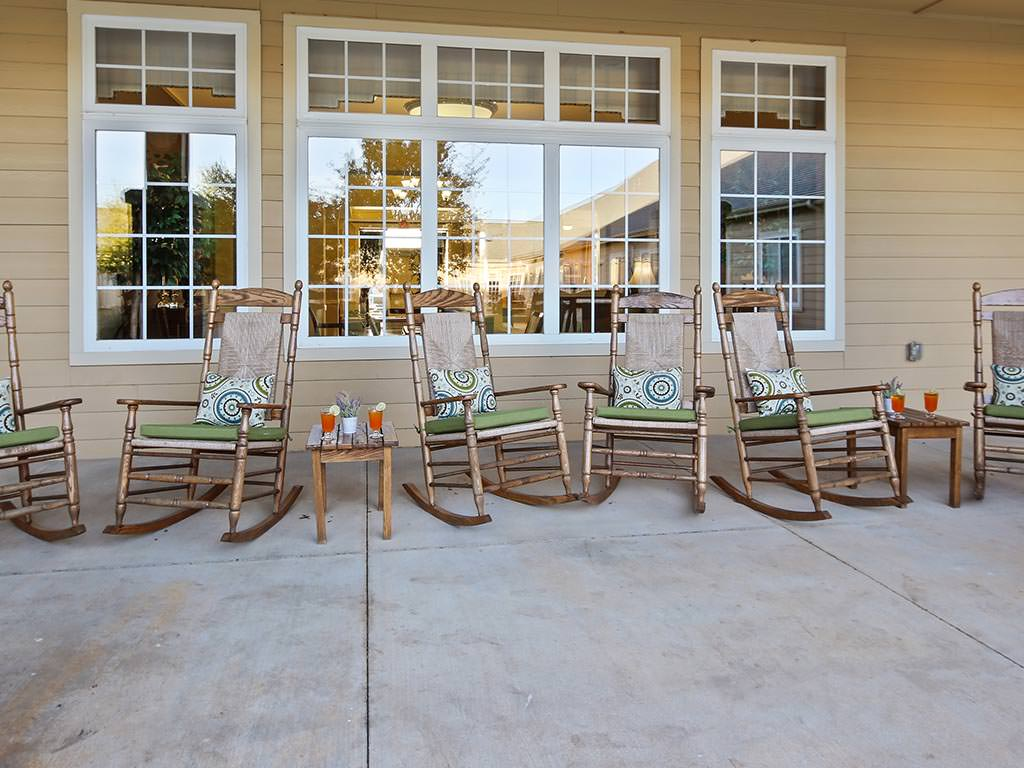 Assisted Living Outdoor Patio Seating
