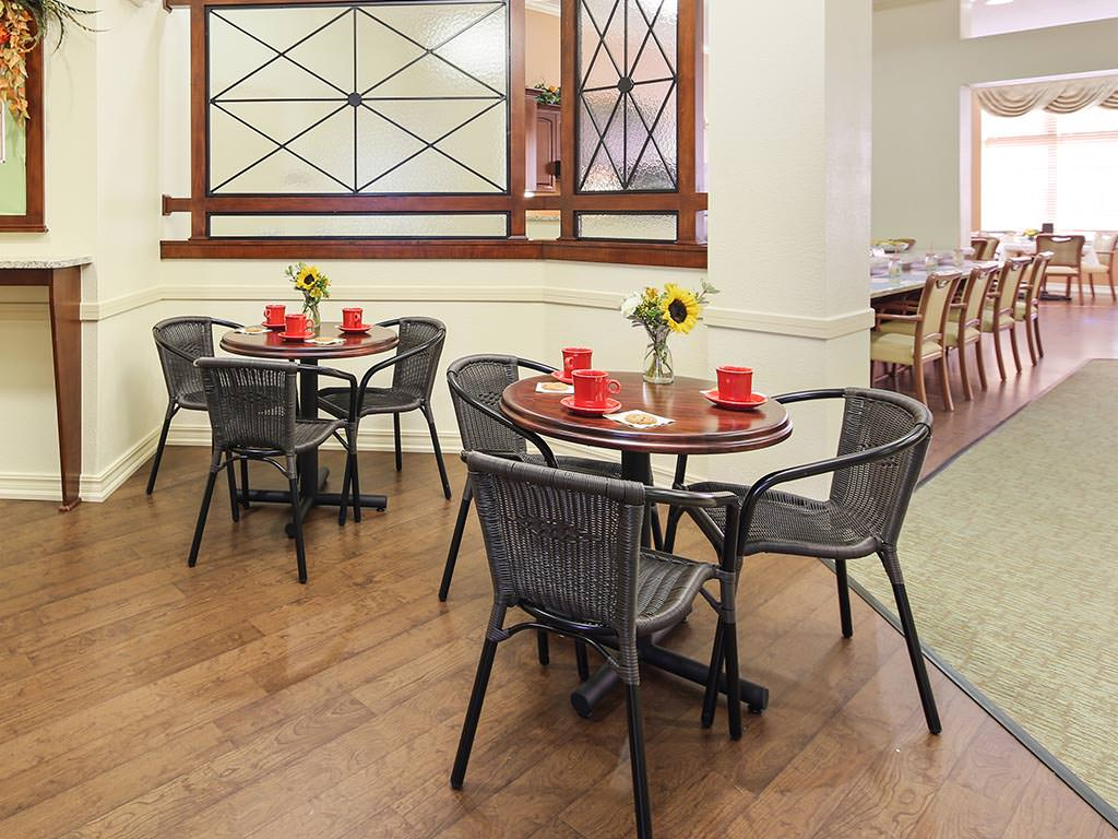 Assisted Living Casual Dining Room