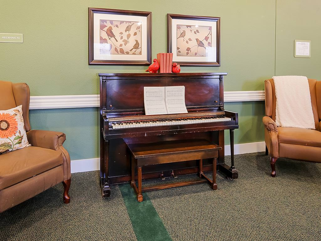 Piano and Casual Seating